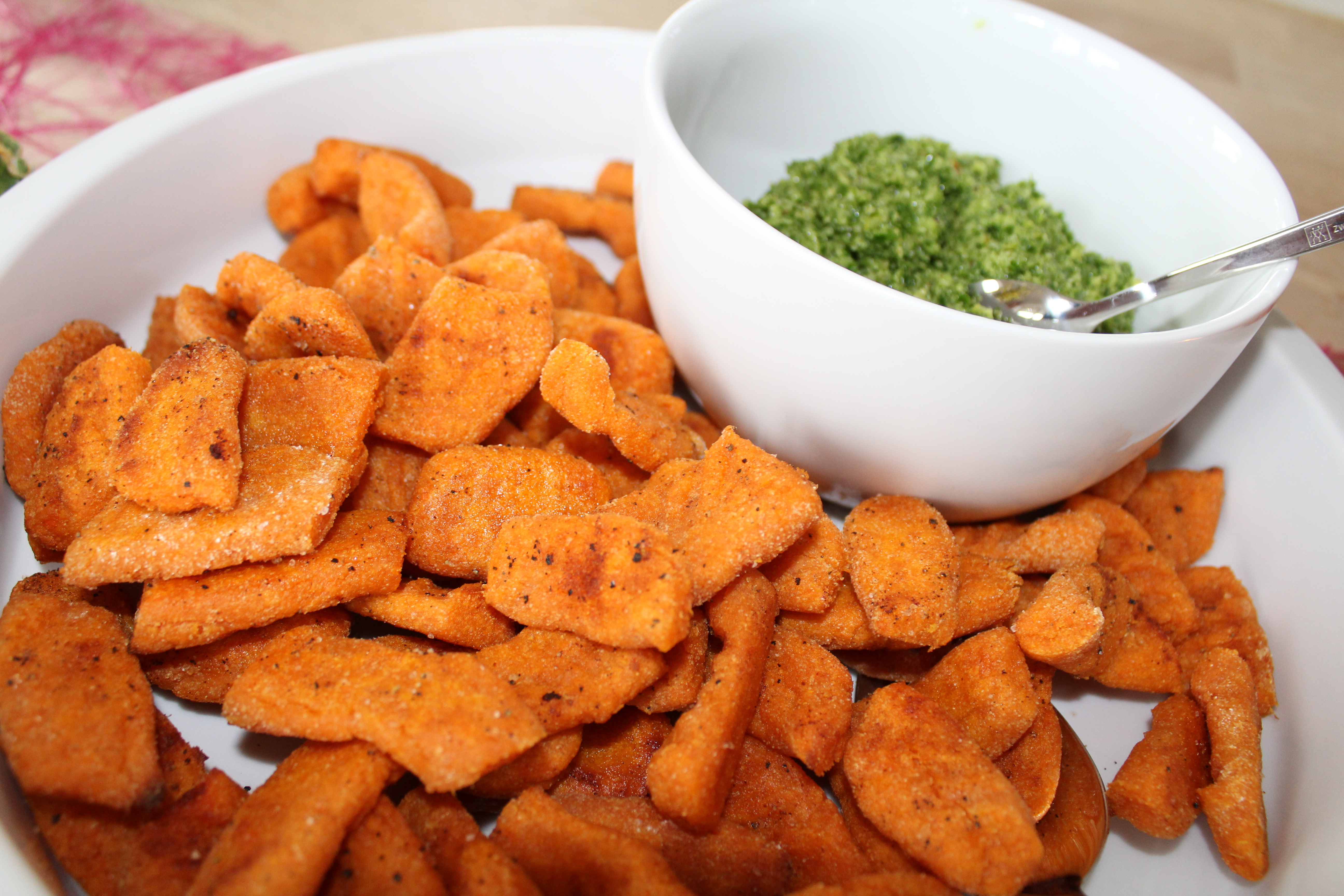 Gnozzi af søde kartofler og grønkålspesto
