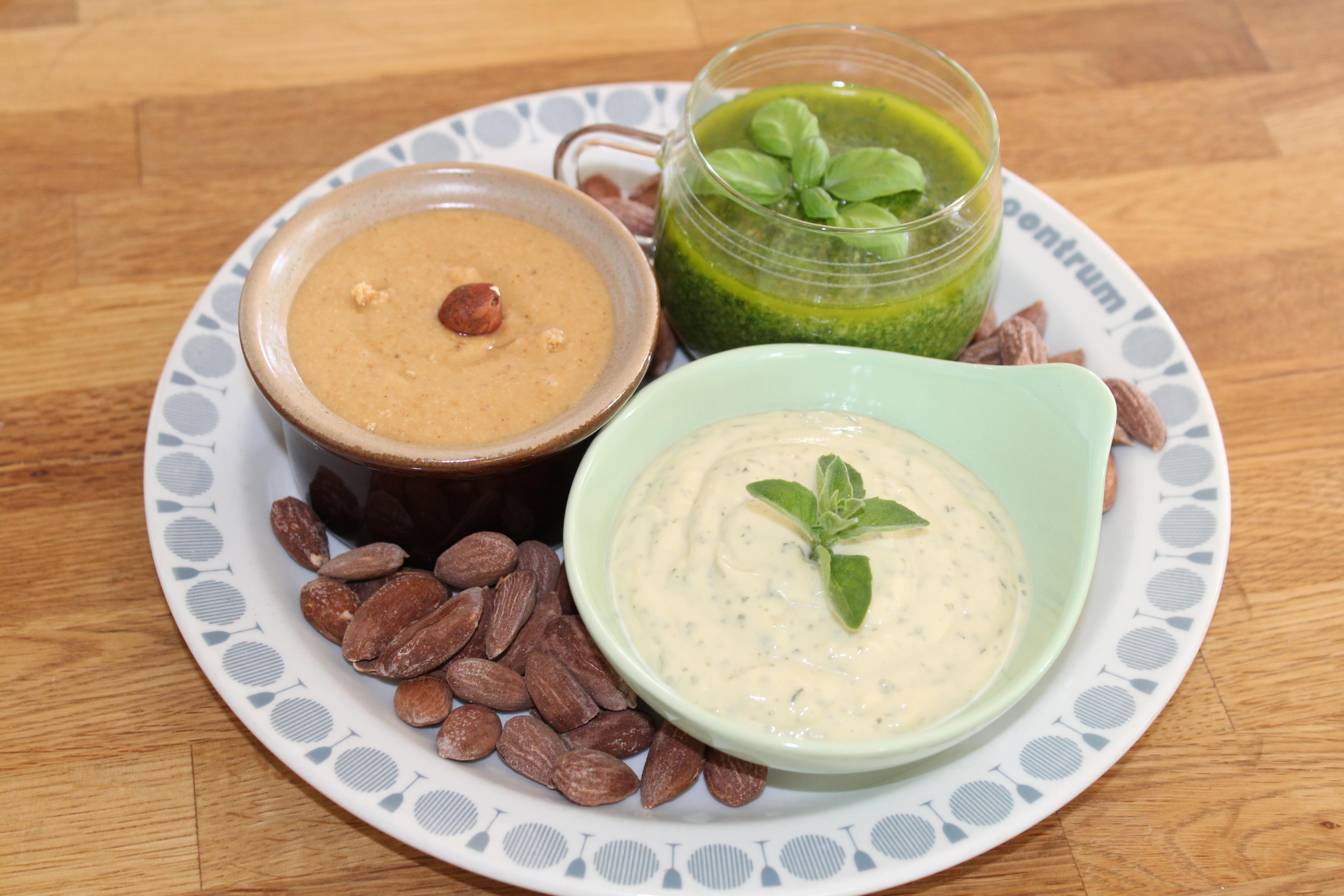 Vegansk olivensmør med hvidløg og andet tilbehør