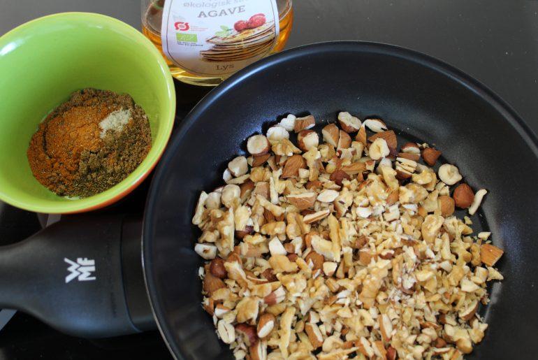 Nødder, krydderier og sirup
