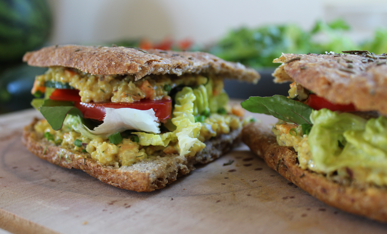 Sandwich med vegansk quinoasalat