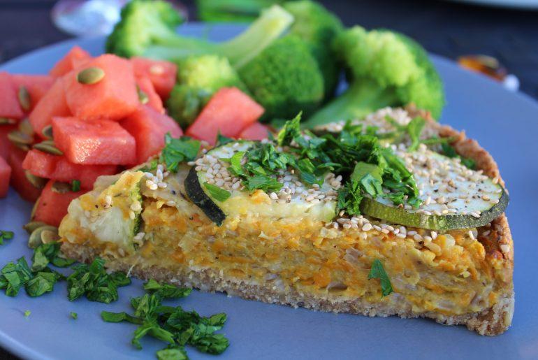 Vegansk gulerods-løgtærte