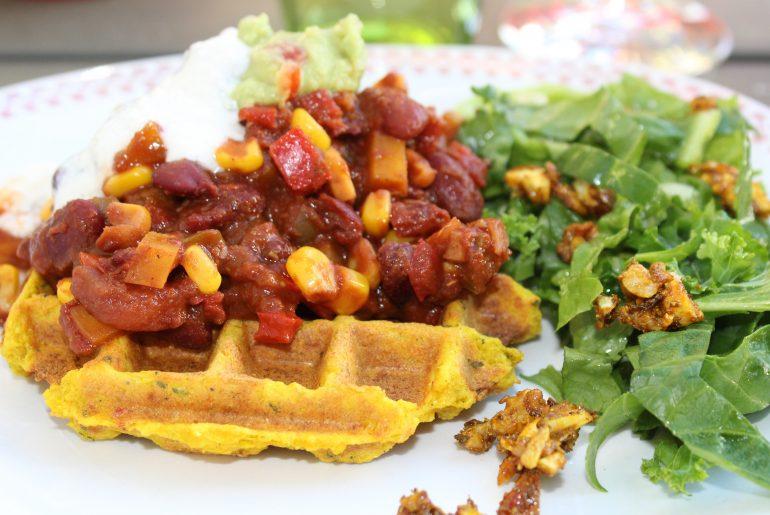 Vegansk majsvaffel med chili sin carne