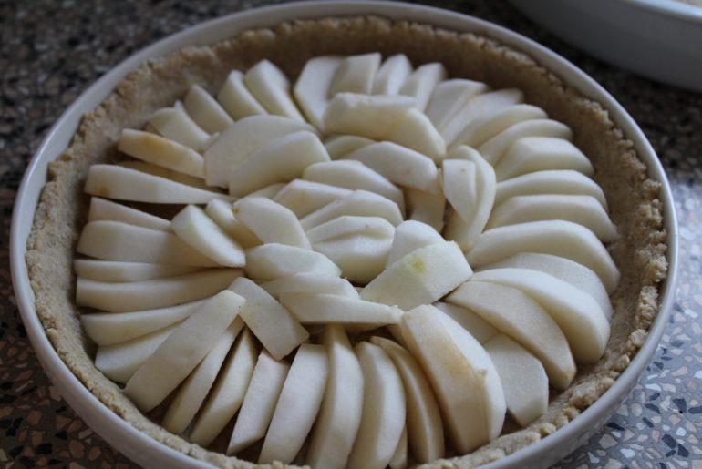 Æblebåde anrettet på tærten
