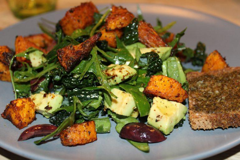 Salat med bagte butternutsquash