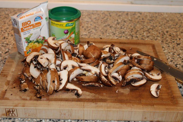 Ingredienser til champignonsovs