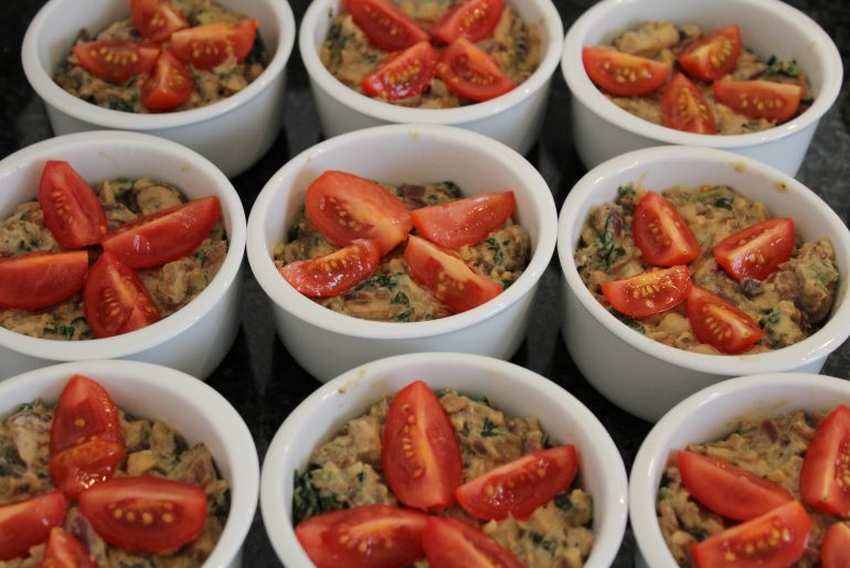 Vegansk champignonspaté i portionsskåle