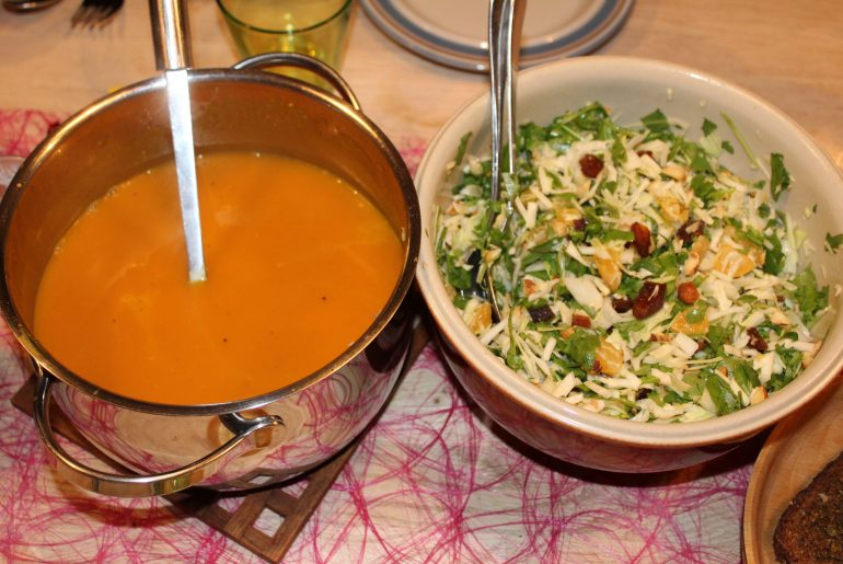 Hokkaidosuppe og hvidkålssalat