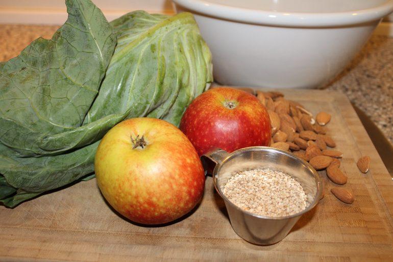 Ingredienser til spidskålssalat