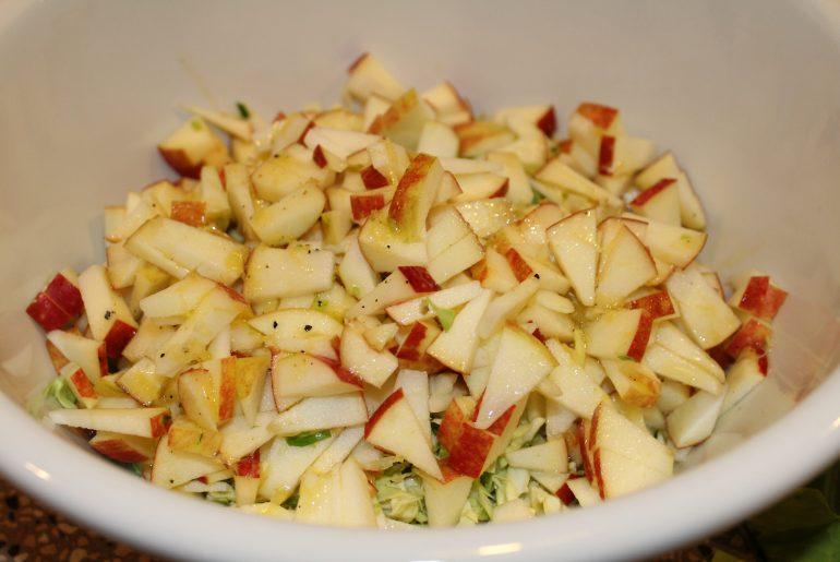 Spidskål og æbler