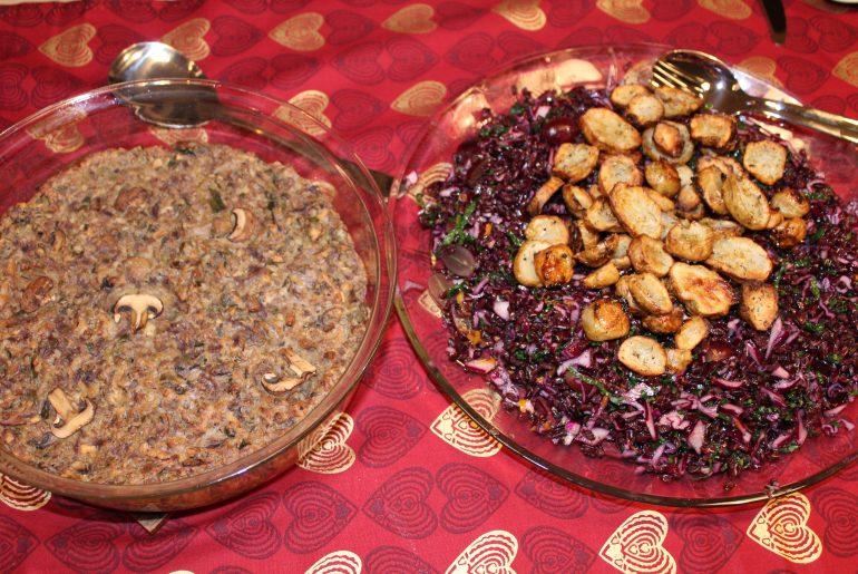Svampe-nøddepaté og salat med sorte ris og jordskokke