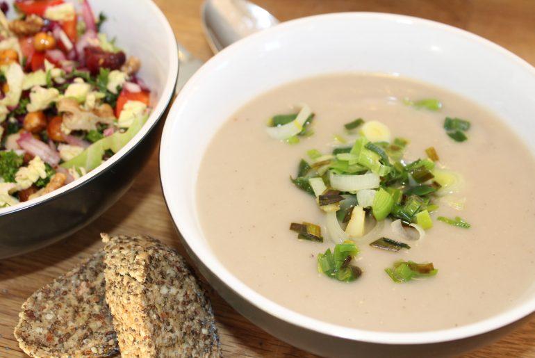jordskokkesuppe med kikærtesalat