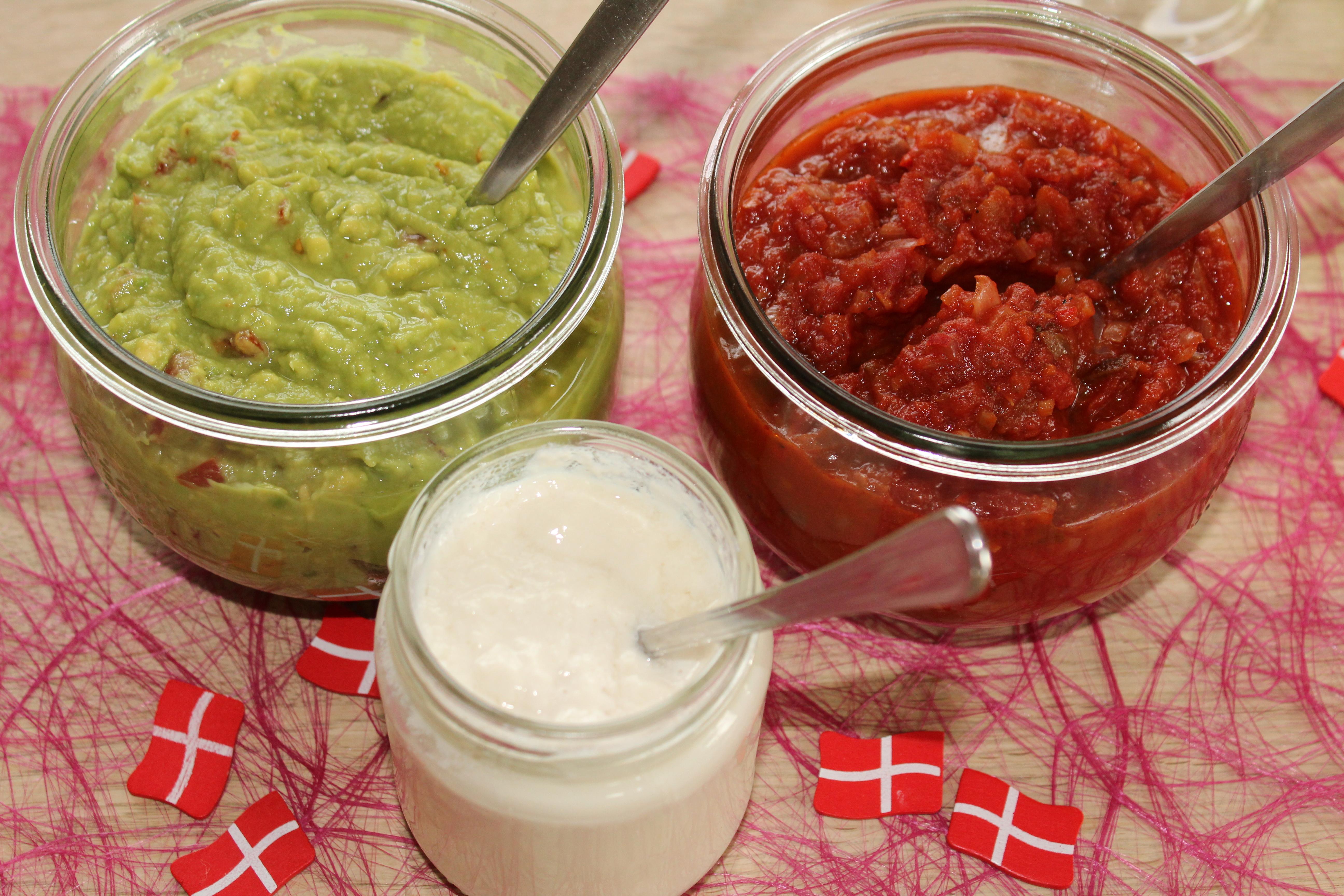 Tilbehør til nachos: Guacamole, tomatsalsa og sojayoghurt
