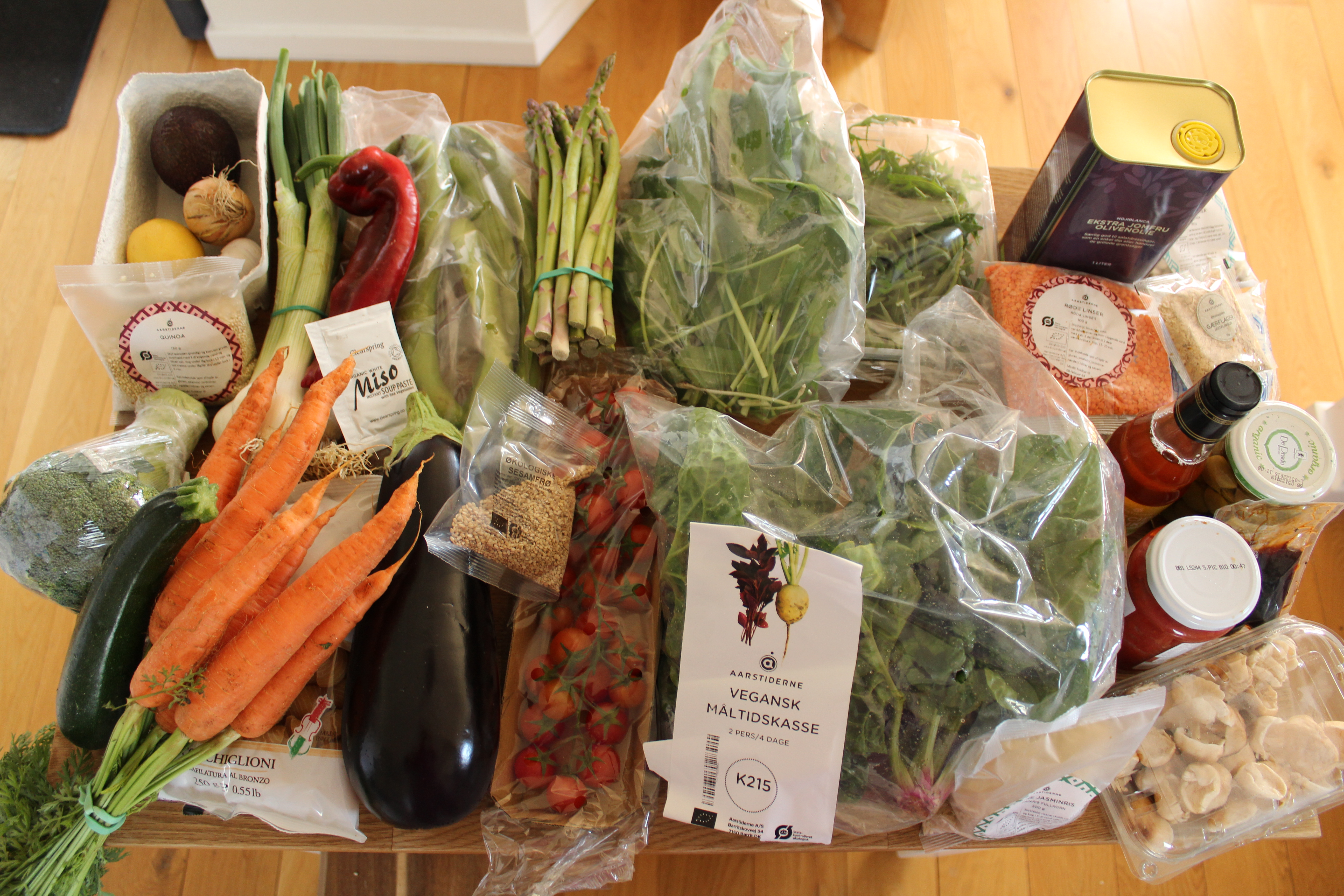 Indholdet af vores første veganske måltidskasse fra Aarstiderne
