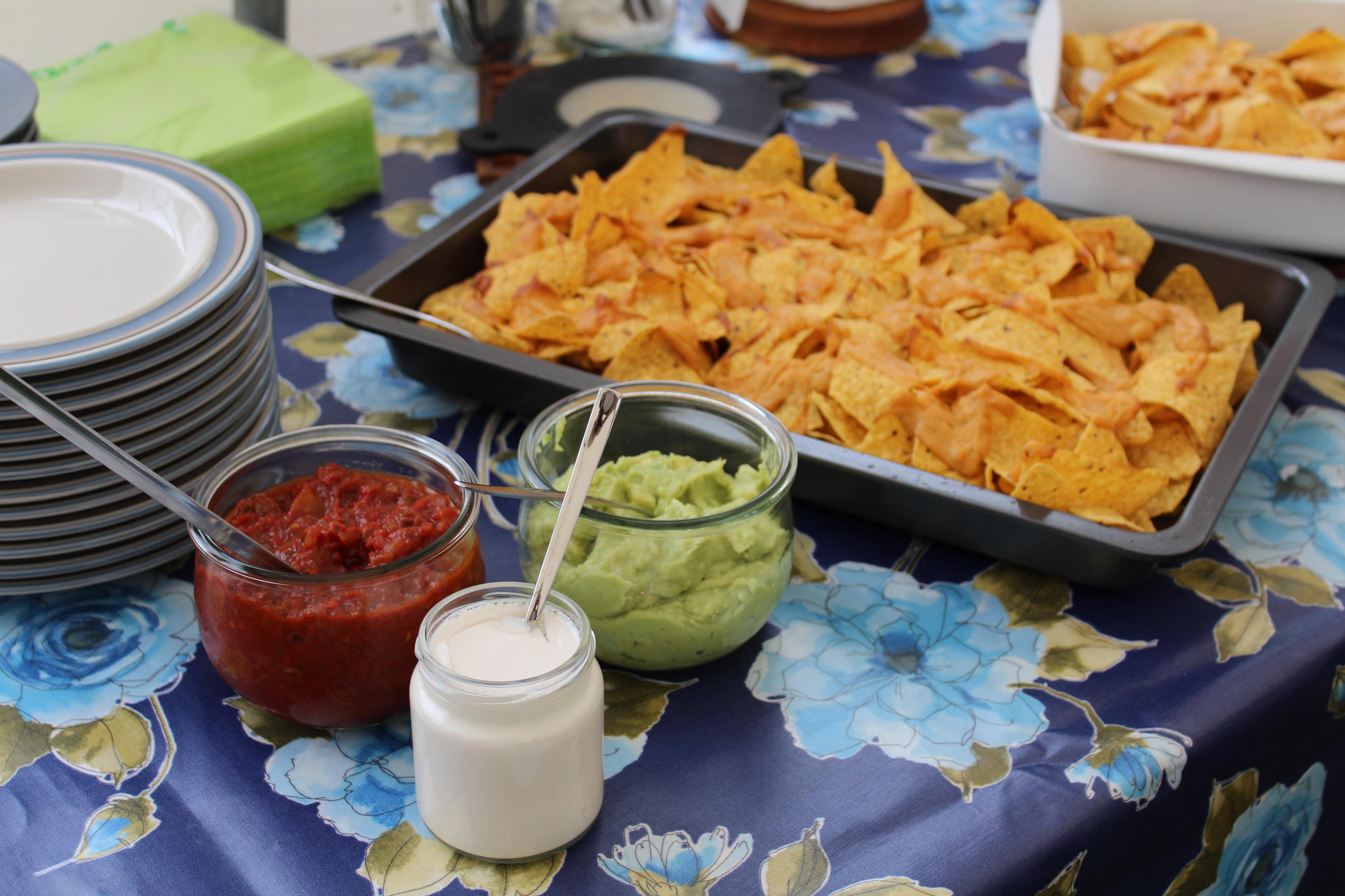Veganske nachos med tilbehør