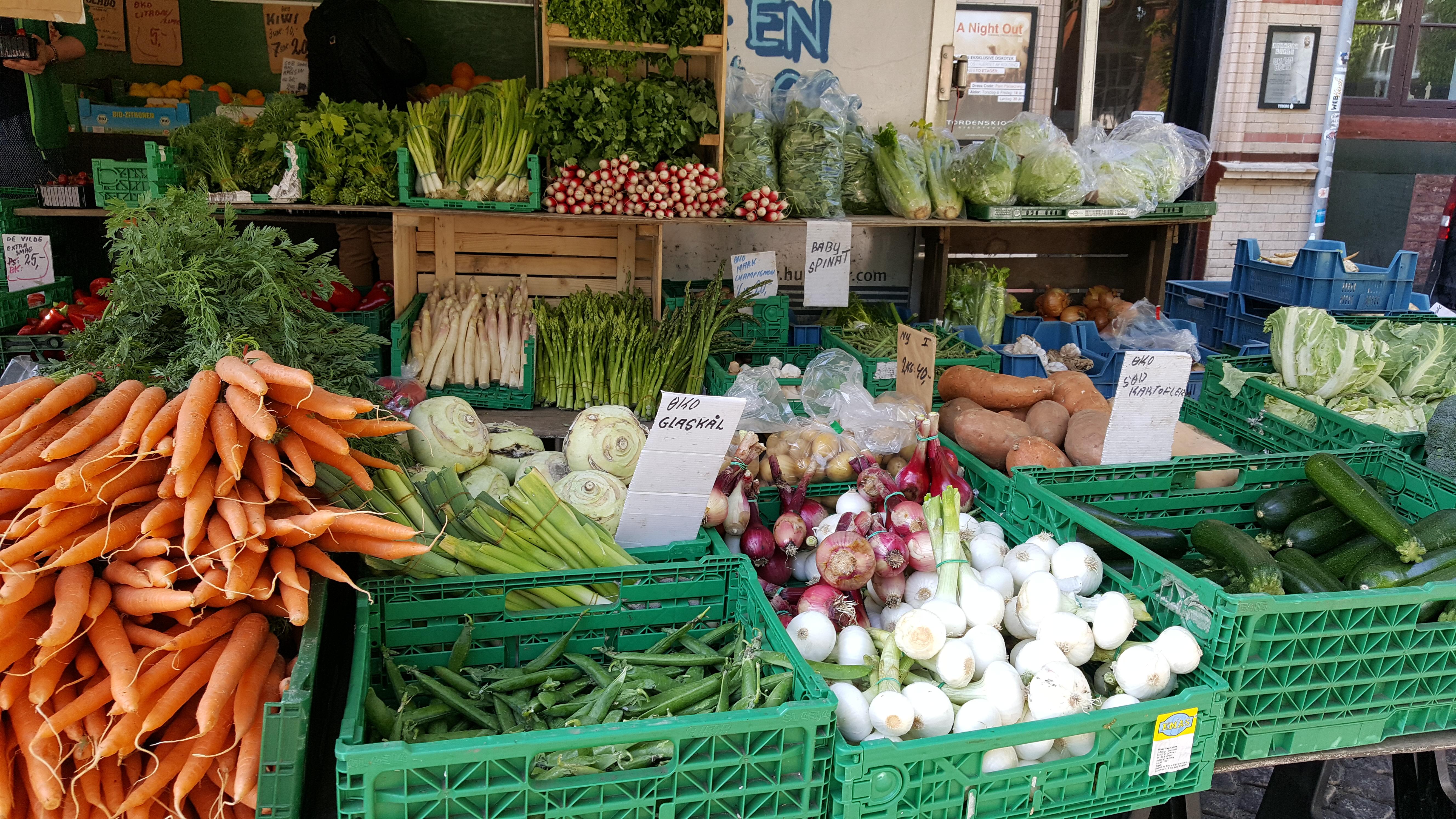 På torvet efter friske grøntsager