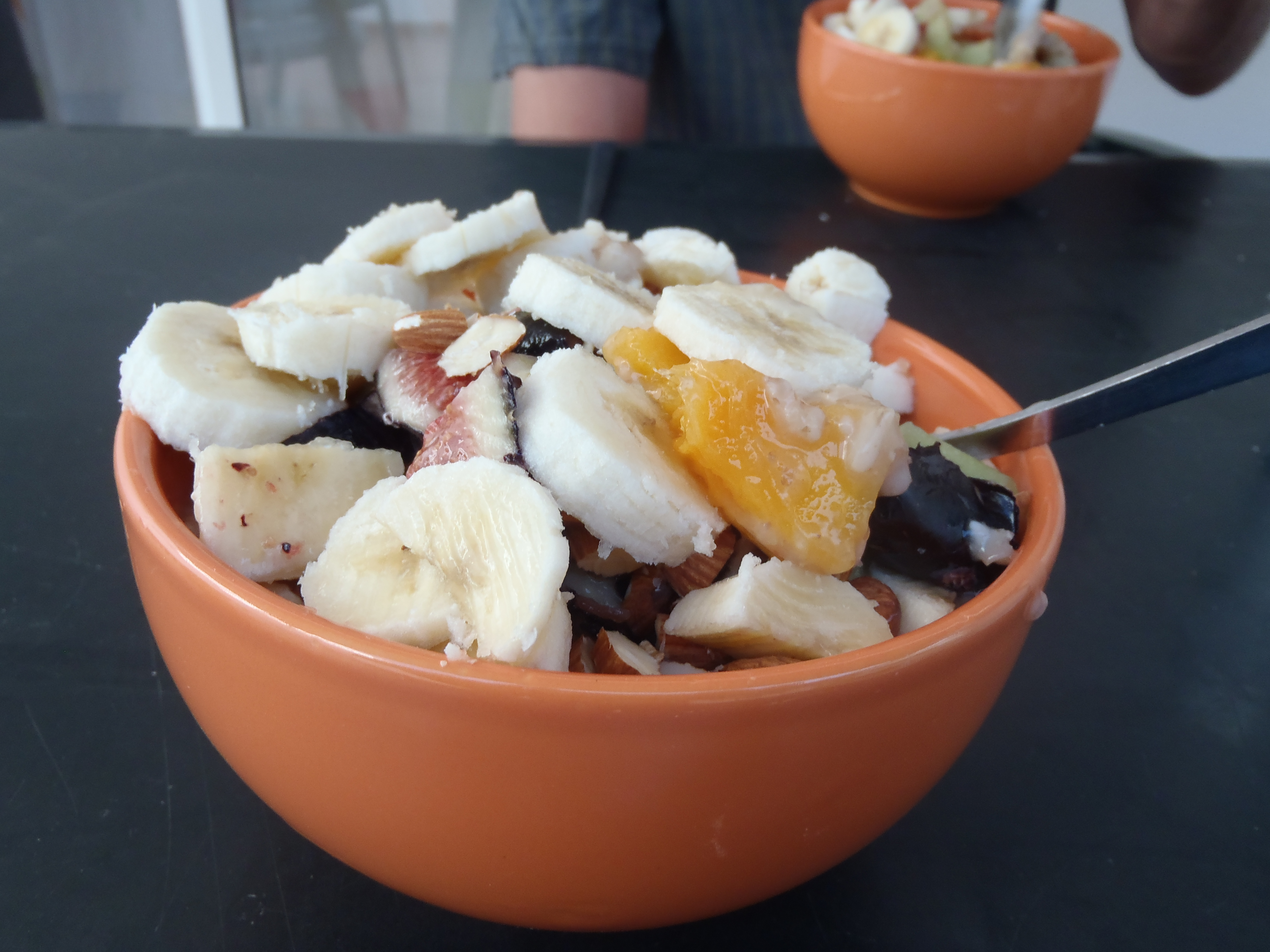 Powergrød med mango, figner og banan