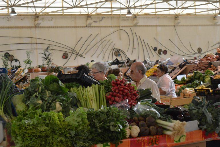 På grøntsagsmarked i Tavira