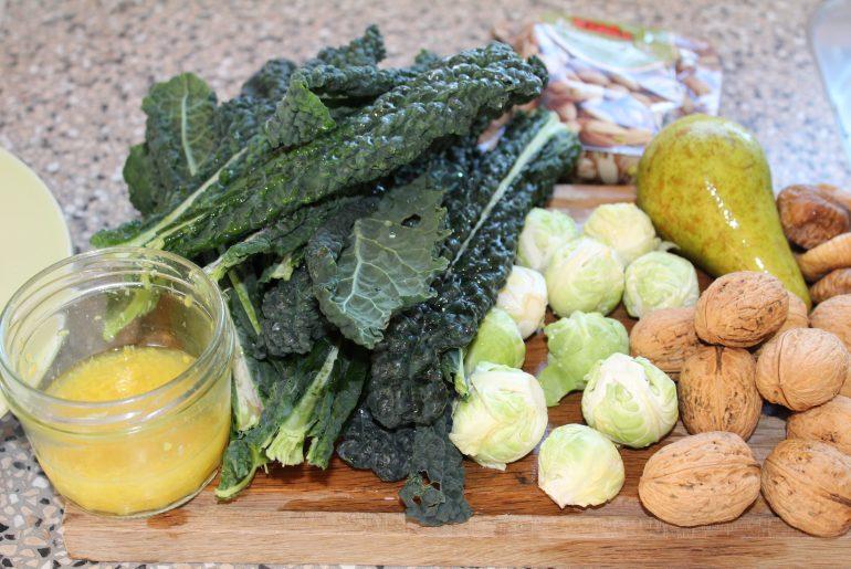 Salat med rosenkål, palmekål og pære