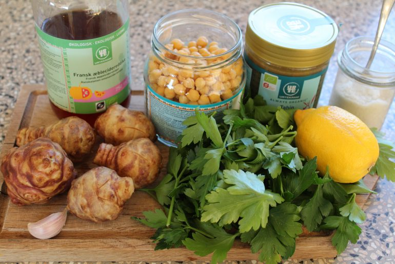 Hummus med jordskokker og persille