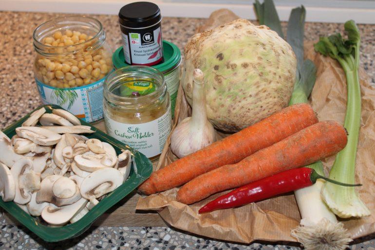 Kikærte-sellerisuppe med svampetopping
