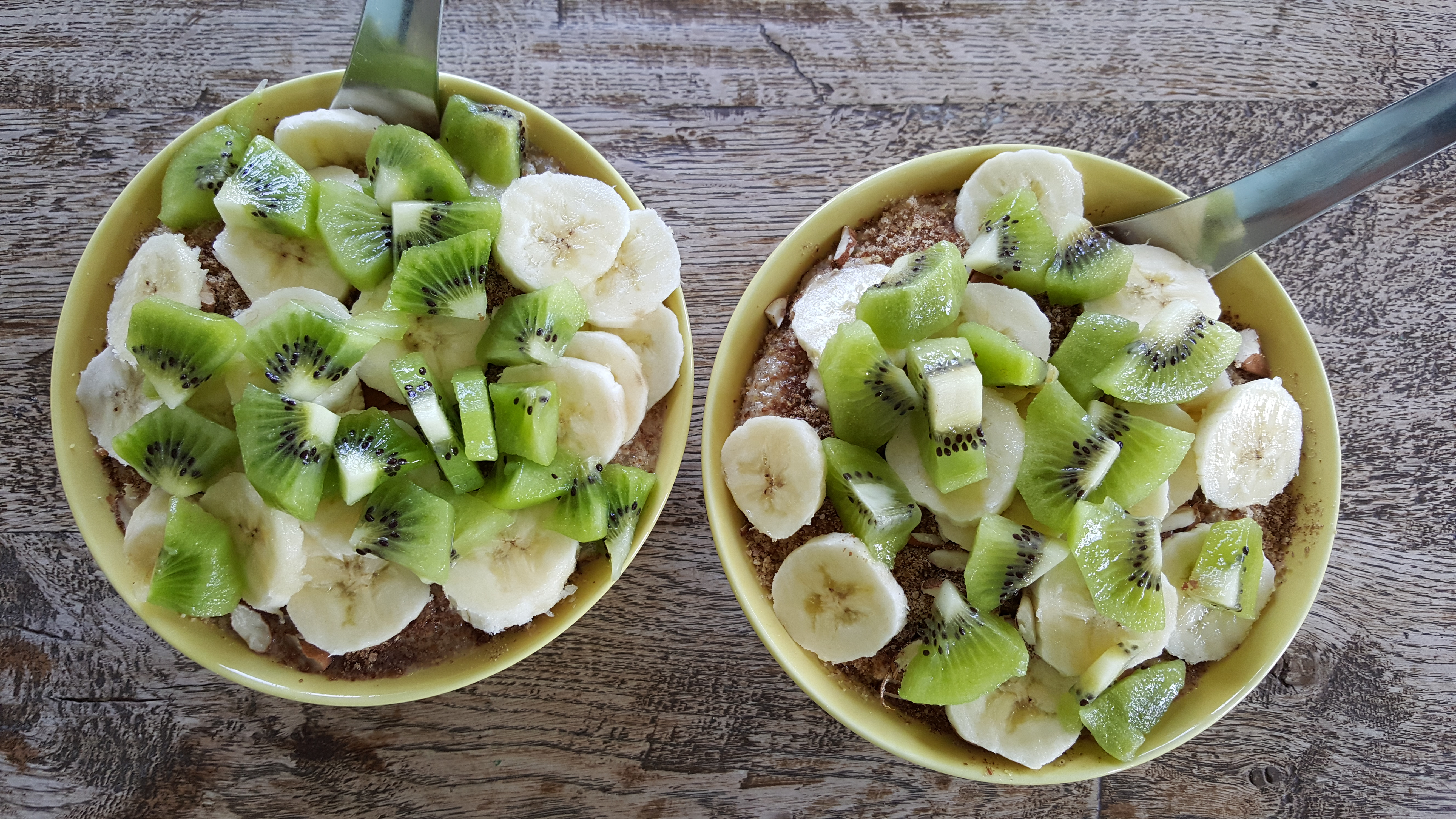Powergrød med banan og kiwi
