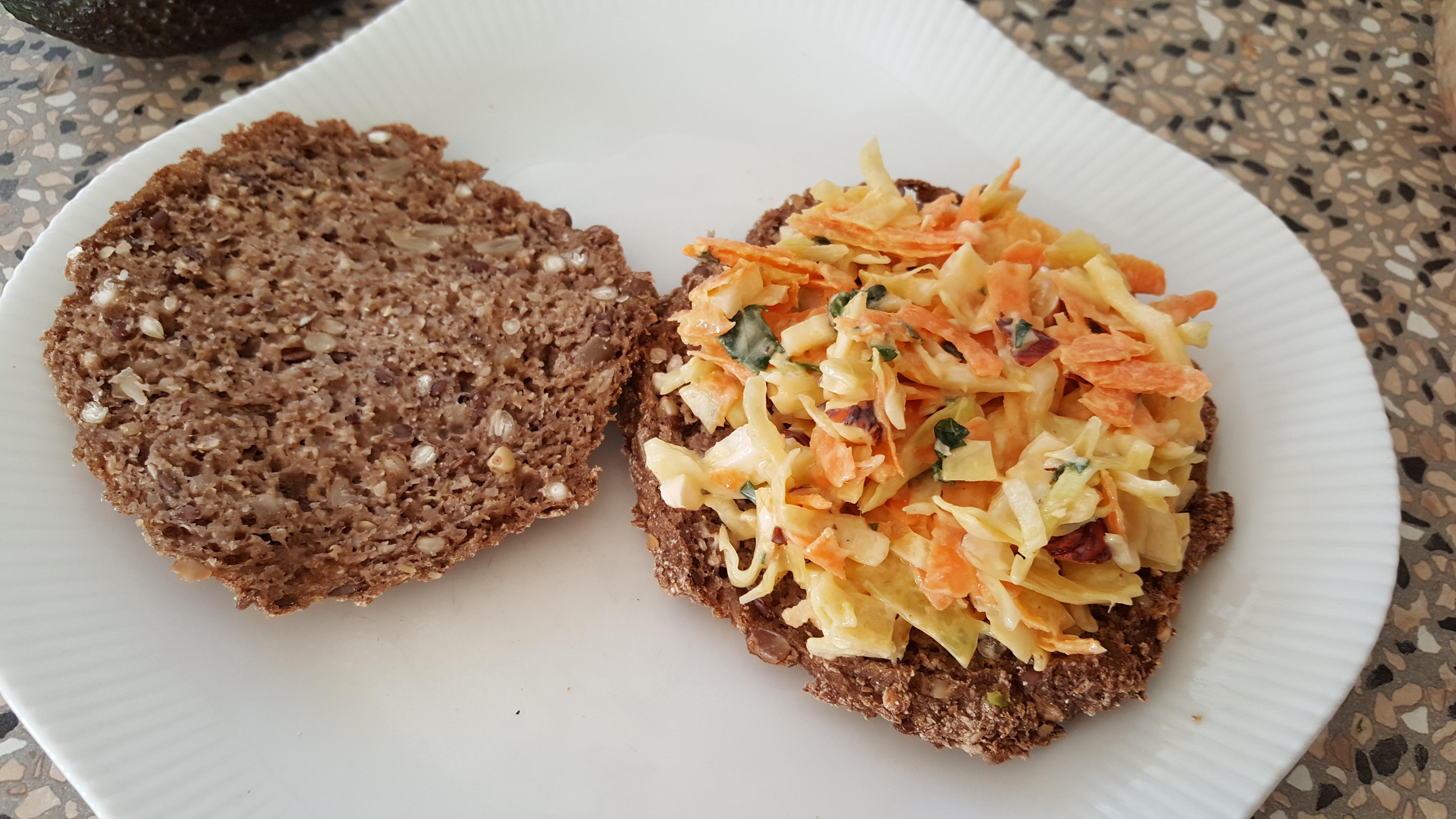 Sandwich med coleslaw og...