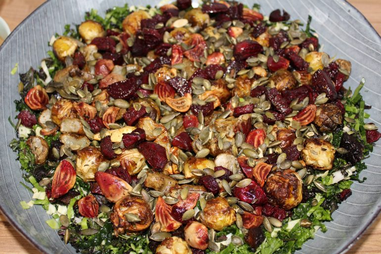 Kålsalat med bagte rodfrugter