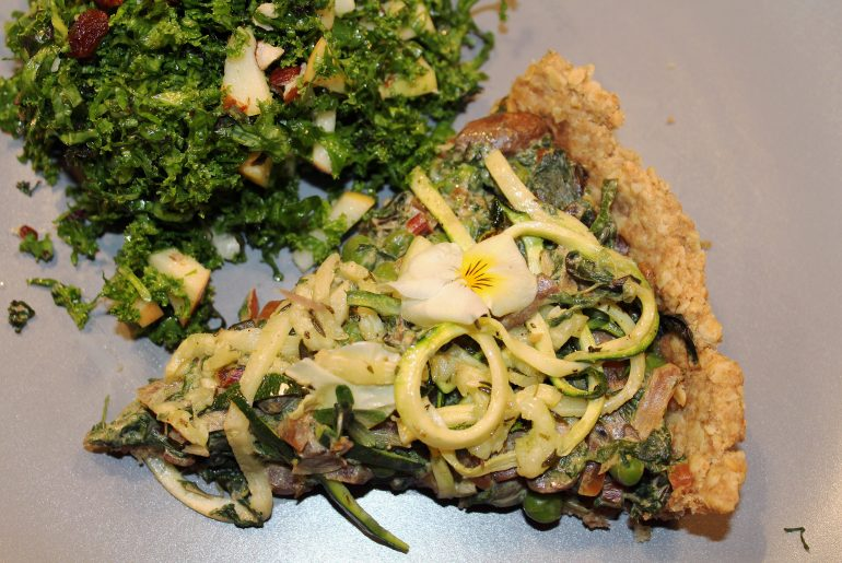 Tærte med spinat-svampefyld og squashspaghetti
