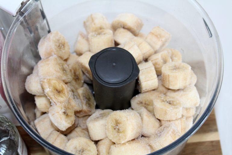 Bananis med peanutbutter og kakao