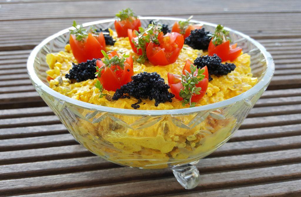 Kikærtesalat med karry og gurkemeje