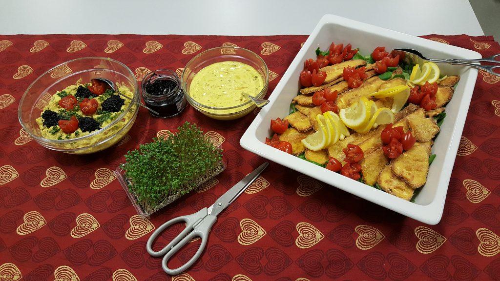 Fredsfisk med remoulade og karrykikærtesalat
