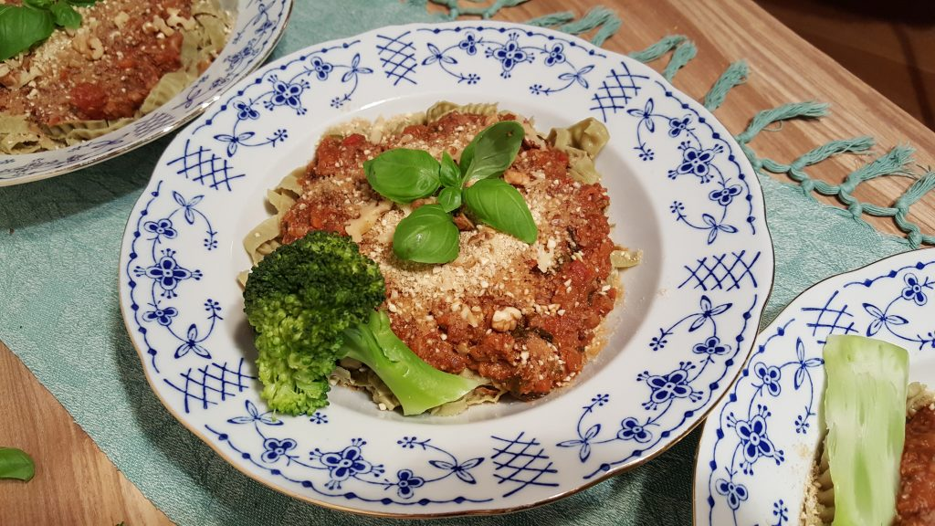 Svampebolognese med drys af parmesan