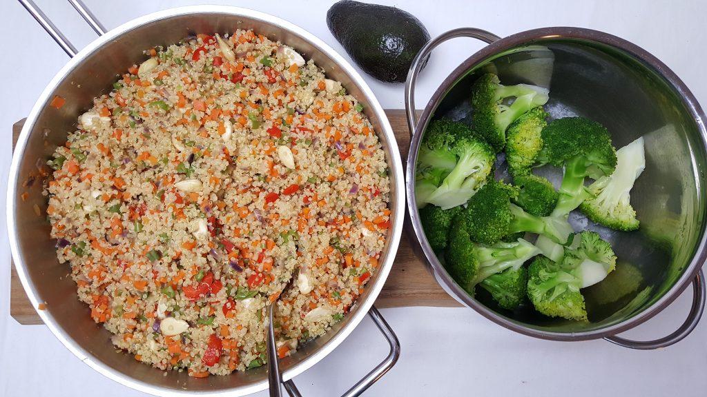 Quinoapilaf med broccoli og avocado