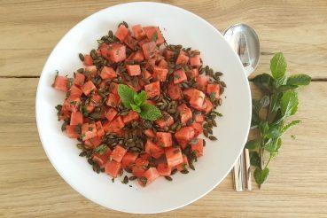 Salat med vandmelon, mynte og græskarkerner