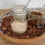 Smørelse: smør med chili og chokolade, purløgsmayo og pesto med soltørrede tomater og saltmandler.