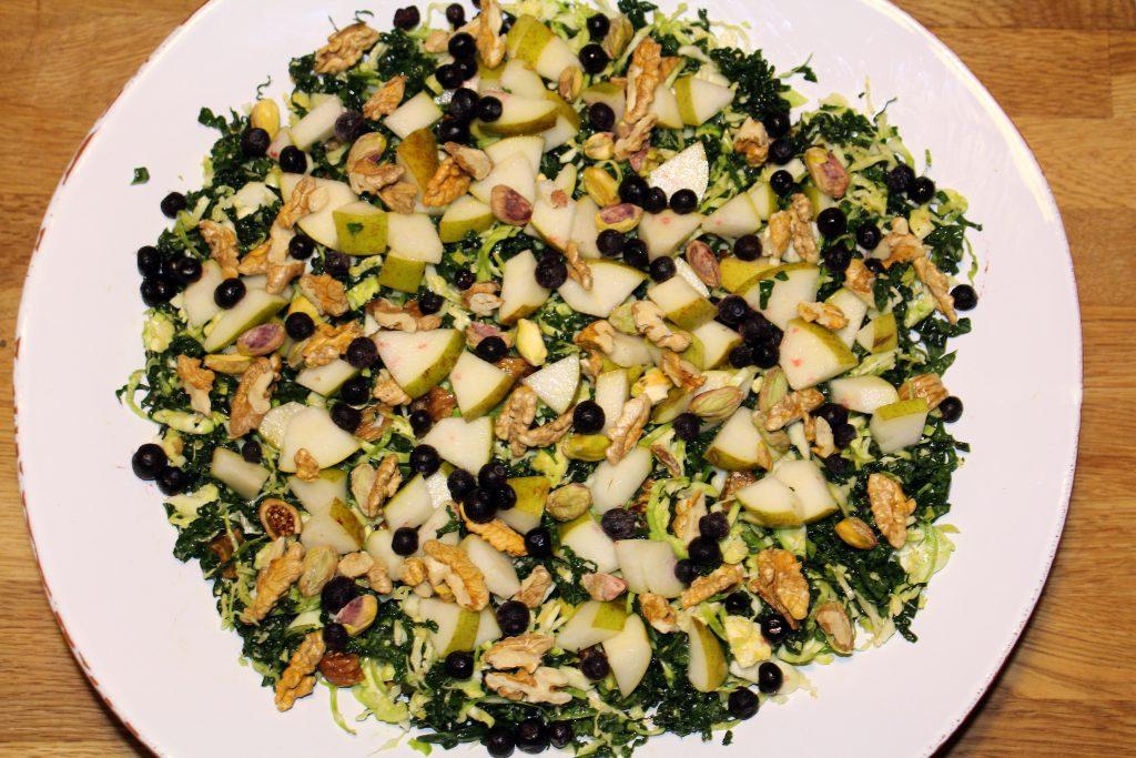 Salat med rosenkål, palmekål og pærer