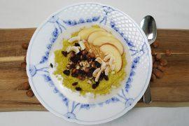 Gylden grød af hirse og quinoa