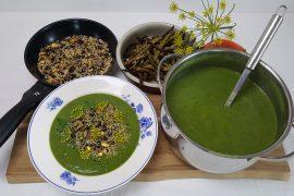 Broccoli-spinatsuppe med nøddetopping og grøntsagsfritter